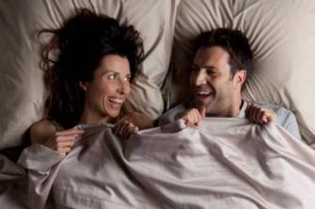 Ir para a cama acompanhada faz bem à memória