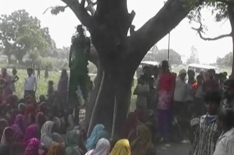 Meninas foram encontradas penduradas em árvore
