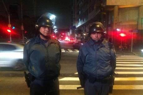 Casacos de frio também dificultam identificação de policiais. Na foto,  tenente-coronel José Eduardo Bexiga usa jaqueta durante ato