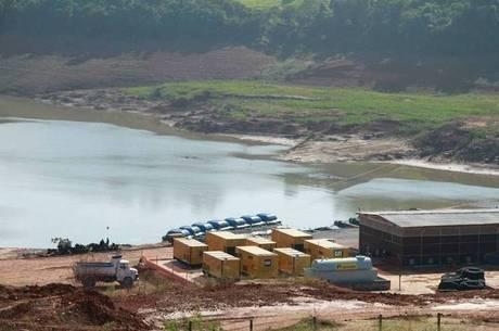 Crise hídrica faz cantareira ir secando aos poucos