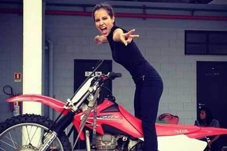 Em preparação, Maytê Piragibe encarou aulas de motocross