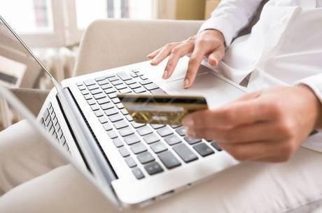 Apenas nos seis primeiros meses deste ano, o comércio eletrônico brasileiro já faturou R$ 16,06 bilhões