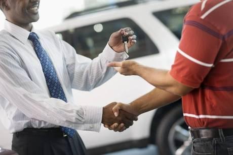 Automóveis devem ser declarados desde o momento da compra