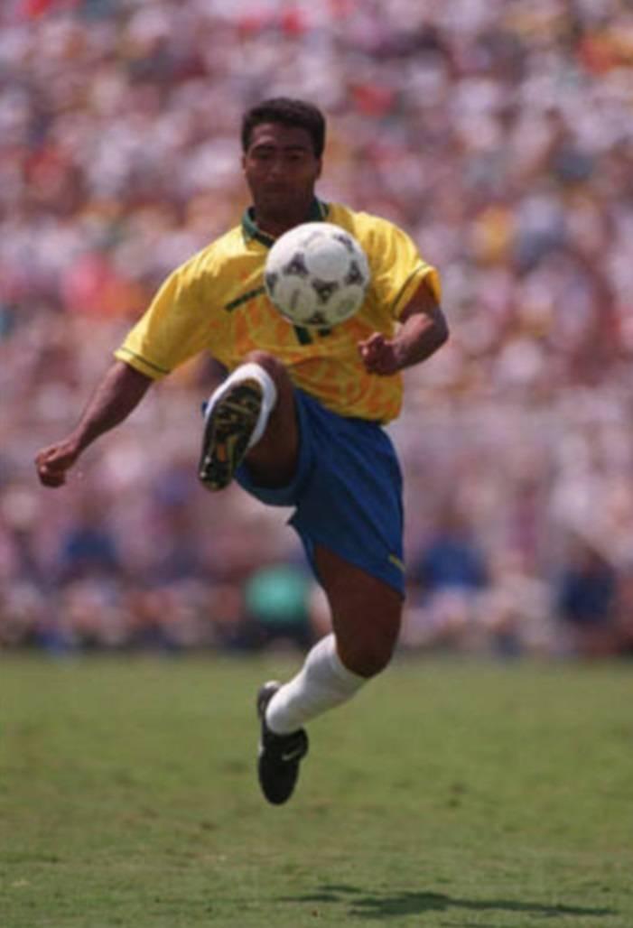 6a9c30f0edaa2 ... A camisa da Copa do Mundo de 1994 talvez tenha sido até hoje a mais  ousada ...