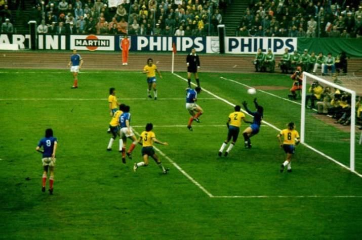 04fa1bb7c8e04 ... A camisa na Copa do Mundo de 1974 era praticamente a mesma de quatro  anos antes ...