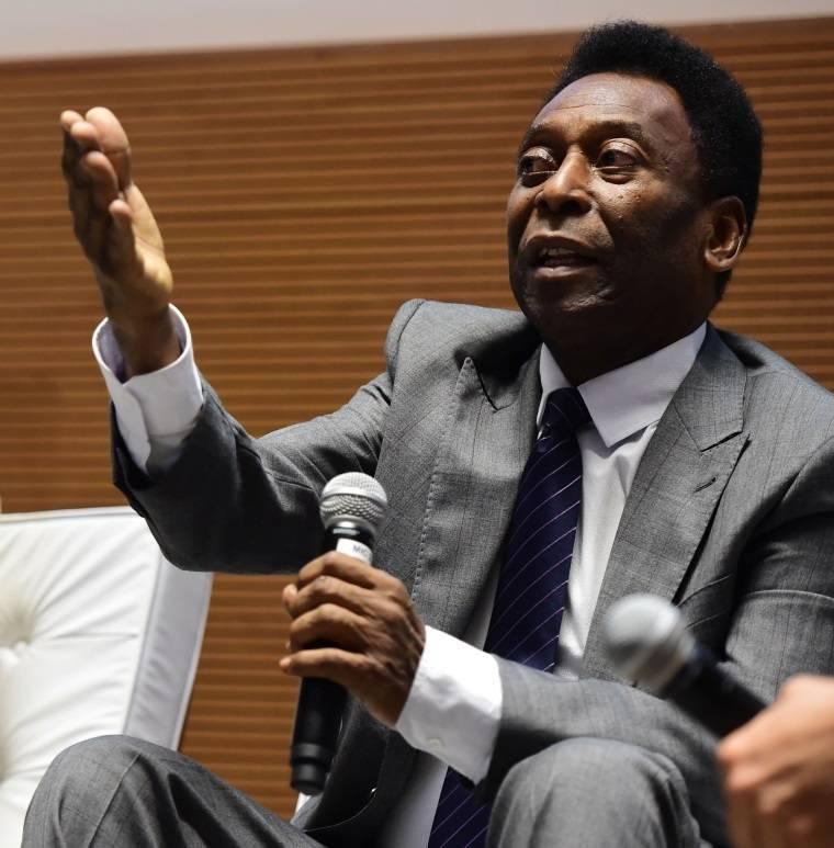 Pelé pede que seleção brasileira seja poupada em protestos sociais