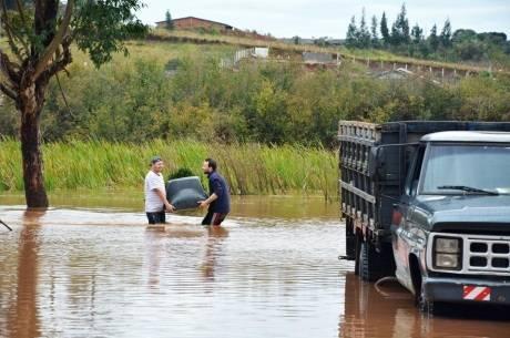Alagamento na cidade de Guarapuava (PR), na segunda-feira (9), após forte temporal que atingiu o município no fim de semana