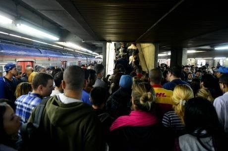 Nos cinco dias de greve dos metroviários, passageiros buscaram transporte alternativo como trens da CPTM e ônibus