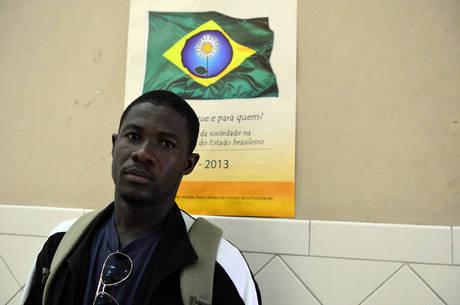 Os haitianos que foram regularmente admitidos no Brasil ou que obtiveram visto humanitário podem se candidatar