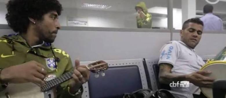 Dante é um dos principais músicos do grupo da seleção brasileira   Dani  Alves também arrisca ecc59df47c635