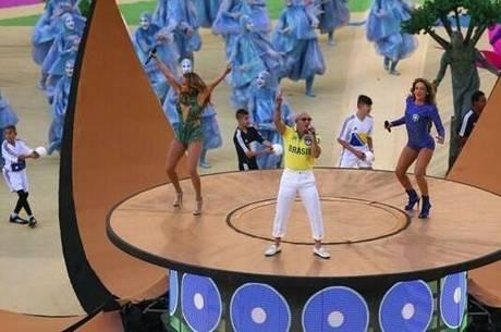 Cláudia Leitte, Pitbull e Jennifer Lopez levantaram o público