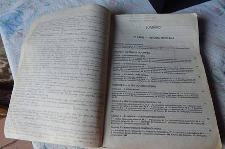 Cícero aproveitava para estudar nos livros que encontrava em paradas de ônibus, deixados por um projeto social