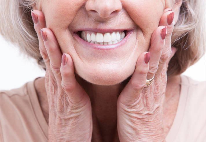 Um em cada 5 brasileiros que usam dentadura tem entre 25 e 44 anos -  Notícias - R7 Saúde