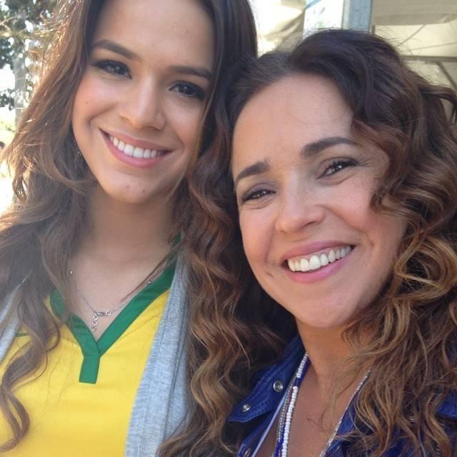 Daniela Mercury tieta Bruna Marquezine: 'Muito simpática'