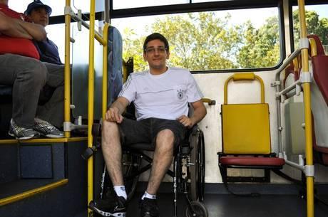 Deficientes contam com ônibus para acessar o Mané Garrincha