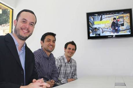 Fernando Freitas, Marcelo Trigo e Carlos Müller (da esquerda para direita) criaram a agência digital CreativeBizz, com sede em Curitiba