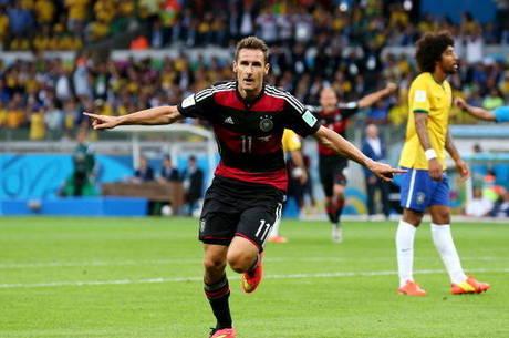 Klose marcou e ultrapassou Ronaldo como maior goleador