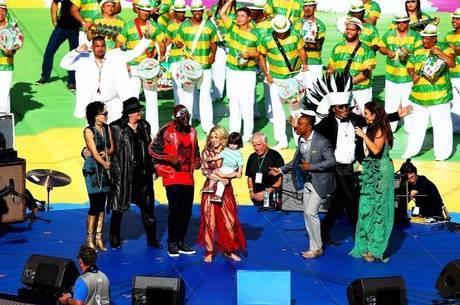 Shakira levou o filho Milan ao palco montado no Maracanã