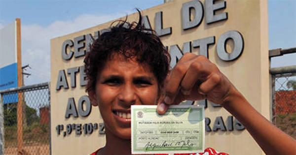 Queda no número de eleitores jovens no RJ é alerta para a democracia, diz pesquisador