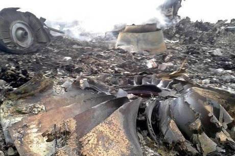 Os destroços e muitos corpos estão espalhados por Donetsk