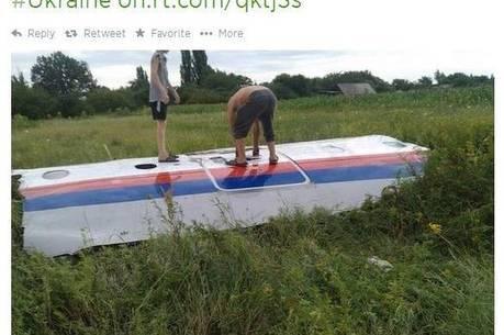 Agência de notícias russa RT publicou uma foto do que seria o primeiro destroço do avião