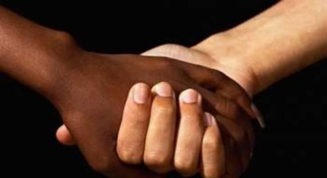 Criança foi alvo de racismo em um hotel de luxo, em Porto Feliz, no interior de SP