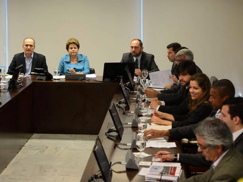 Dilma se reúne com aliados e prega otimismo em relação à economia