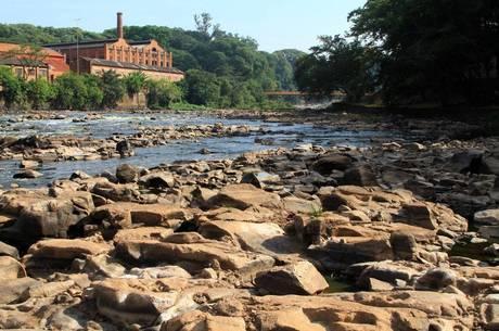 Rio Piracicaba, que abastece cidades na região de Campinas, está com nível abaixo da média devido à estiagem