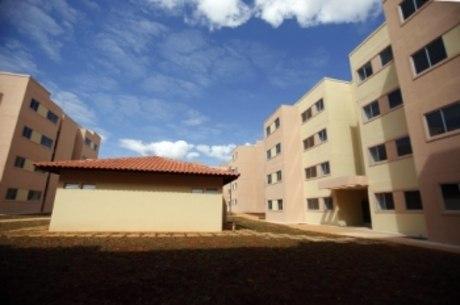 A maioria dos domicílios no Brasil é própria (74,5%), sendo 69,4% quitados e 5,1% em aquisição