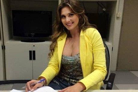 Lívia Andrade, a queridinha de Silvio Santos, renova contrato com ... adddc9a9c2
