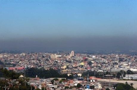 Poluição na zona oeste da cidade de SP,  na quinta-feira (7). Estimativa prevê que ao menos 25% das mortes ocorram na capital