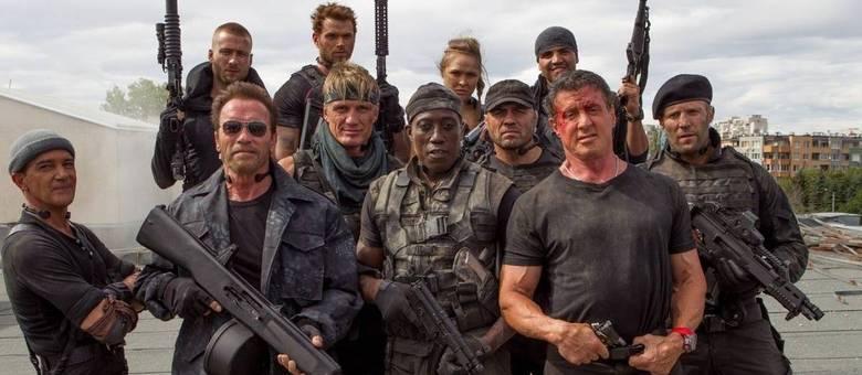 Esse time de brucutus vai tentar capturar Stonebanks, interpretado por Mel Gibson, em Os Mercenários 3
