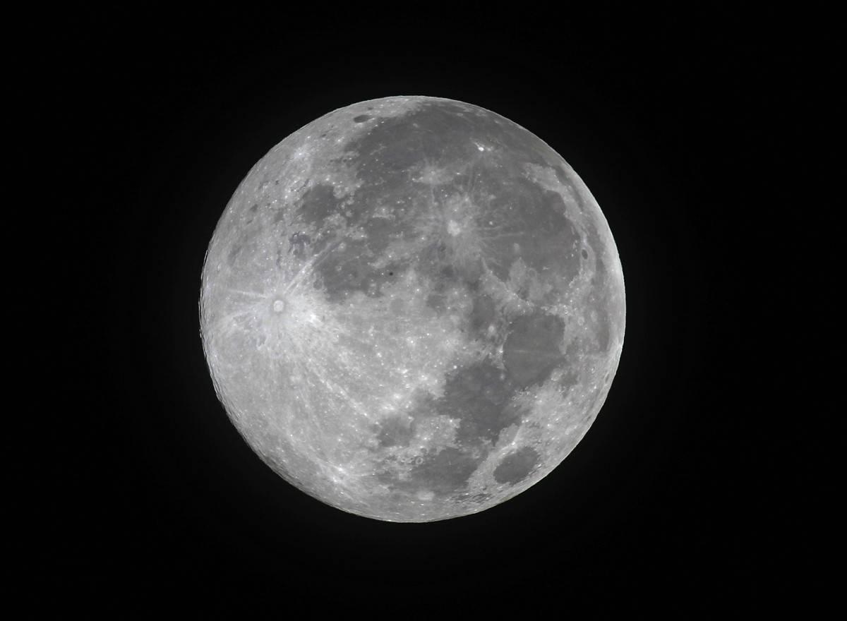 Lua tem mais água do que o imaginado, aponta estudo