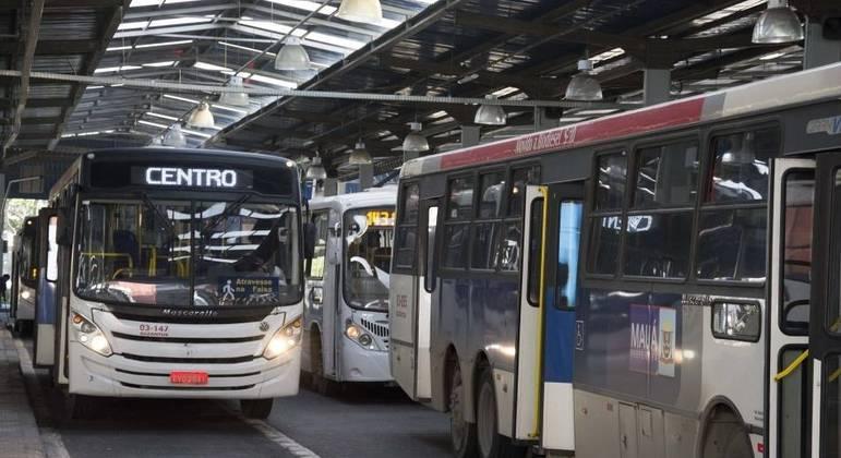 Manifestação de motoristas afeta início das operações de ônibus em Mauá