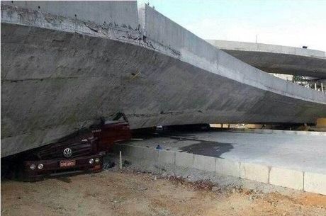 Alça sul do viaduto Guararapes desabou matando duas pessoas