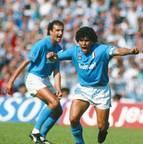 <b>Maradona </b><br>695 jogos <br>365 gols