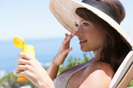 O protetor solar deve ser aplicado de forma correta para ser eficaz