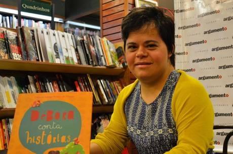 Débora Seabra 1ª professora brasileira com Down