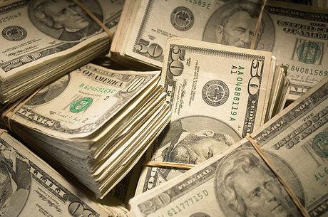 Dólar acumula queda de 3,26% em 20018
