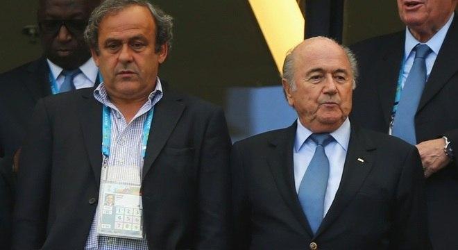 Michel PLatini ao lado do ex-presidente da Fifa Joseph Blatter