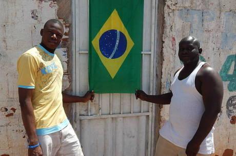 No Distrito Federal há dois meses, os ganeses Ruph e Emmanuel têm visto de um ano, mas querem viver no País para sempre