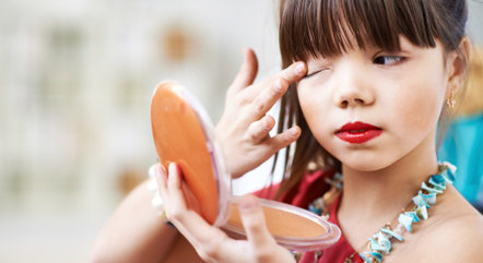 As crianças são influenciadas negativamente a todo momento e estão correndo o risco de perder a fase mais importante da vida