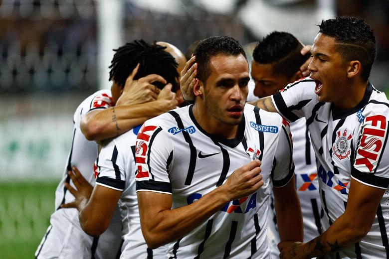 Corinthians pena para pagar conta após farra na Copa