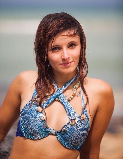 Emily Keat quer conquistar os setes mares. Aos 19 anos, ela conseguiu o que sempre quis na vida, ser sereia profissional. Metade mulher, metade peixe, a inglesa nada quatro horas por dia pra aperfeiçoar os dons da natação
