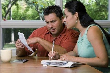 Porcentual de famílias com contas em atraso diminuiu de 21,2% em 2013 para 19,4%