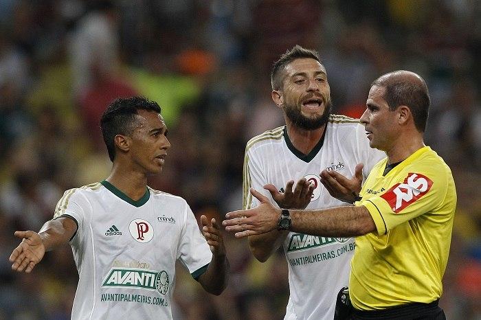 Palmeiras culpa tensão e árbitro por mais uma derrota