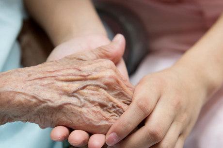 Apoio da família é importante no tratamento do Alzheimer