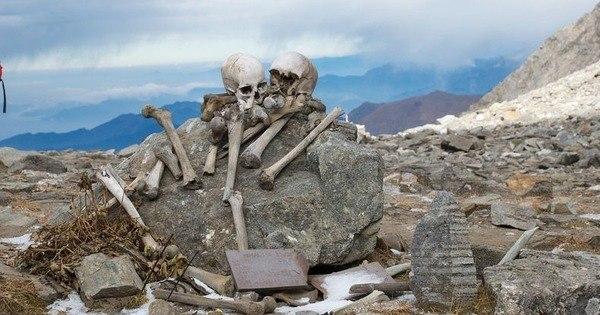 Mortos por todos os cantos! Lago sinistro descongela e revela esqueletos humanos - Fotos - R7 Hora 7
