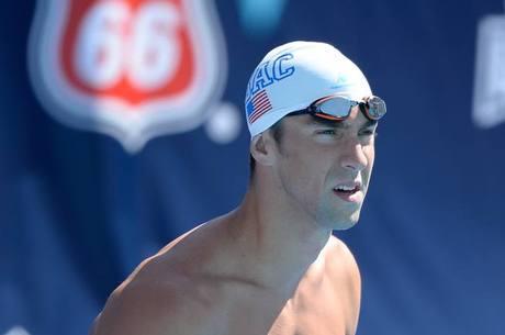 Campeão olímpico Michael Phelps enfrenta tubarão branco em disputa