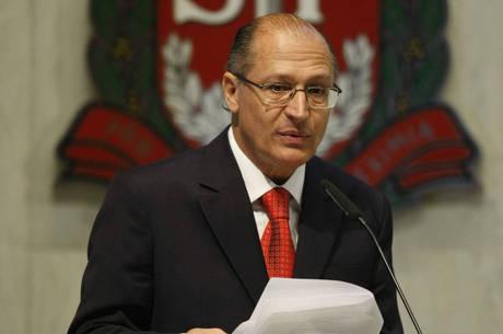Alckmin discursa durante posse na Assembleia Legislativa, após vencer no primeiro turno a eleição de 2010